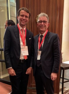 Burkhard von Freyberg mit Liam Brown, President Europe Marriott International (Foto: FK14).